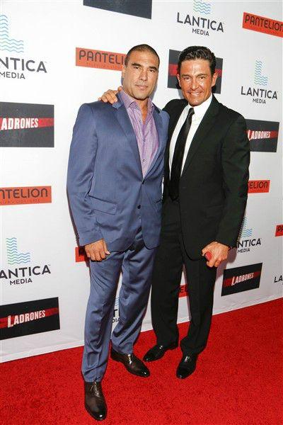 """Fernando Colunga y Eduardo Yáñez en el preestreno de su película """"Ladrones"""" en Los Ángeles, California, el 21 de septiembre de 2015.¿Nos sigues en Facebook?"""