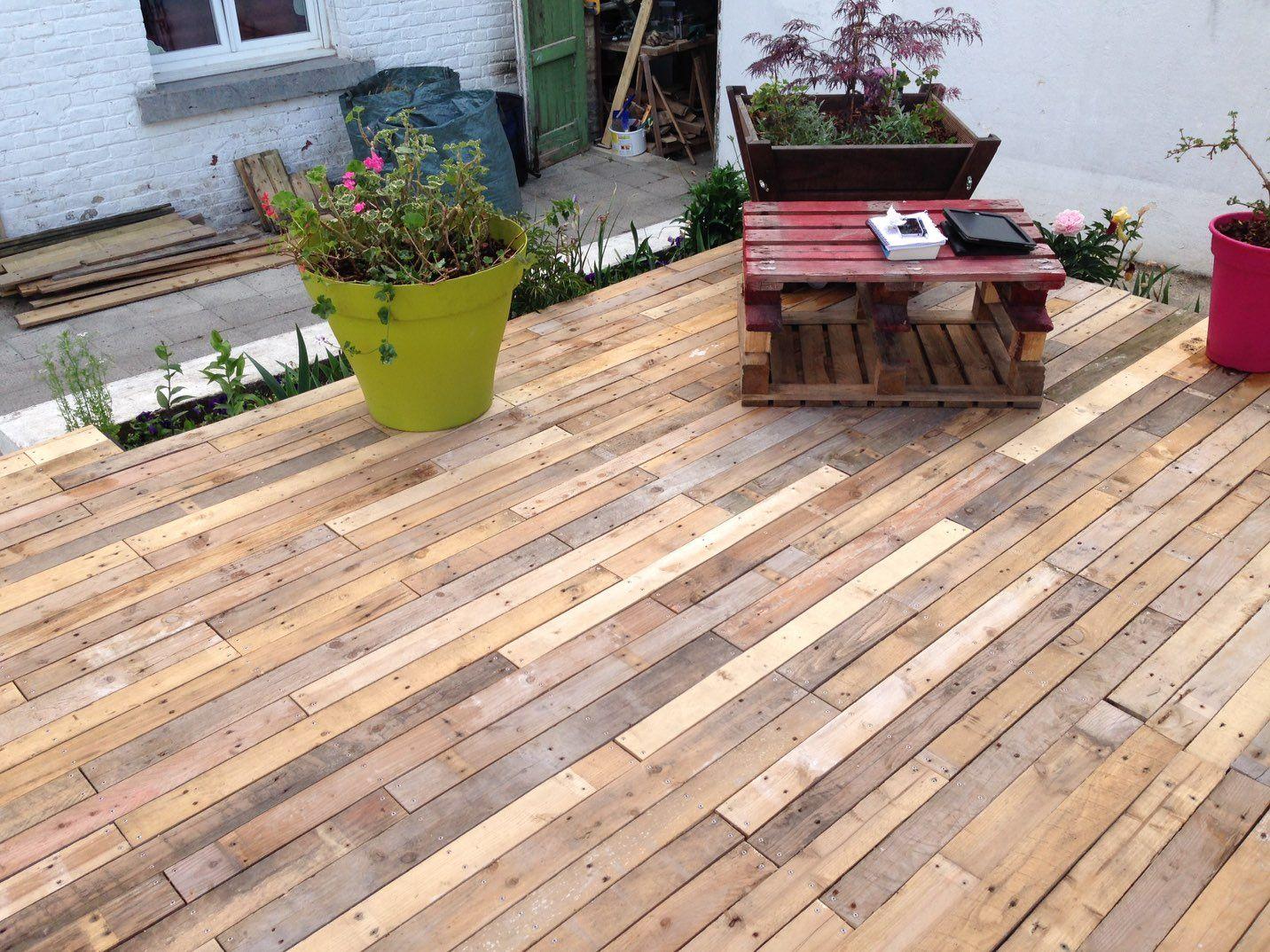 Combien De Palette Pour Faire Une Terrasse terrasse avec planches de palettes. beau résultat. palets