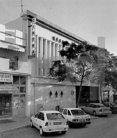 desenvolturasedesacatos: Cinemas, Teatros e Cine-Teatros - Alguns já desapareceram, outros ainda mexem de alguma maneira.