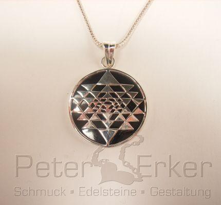 Anhänger als Kraftsymbol Onyx-Silber