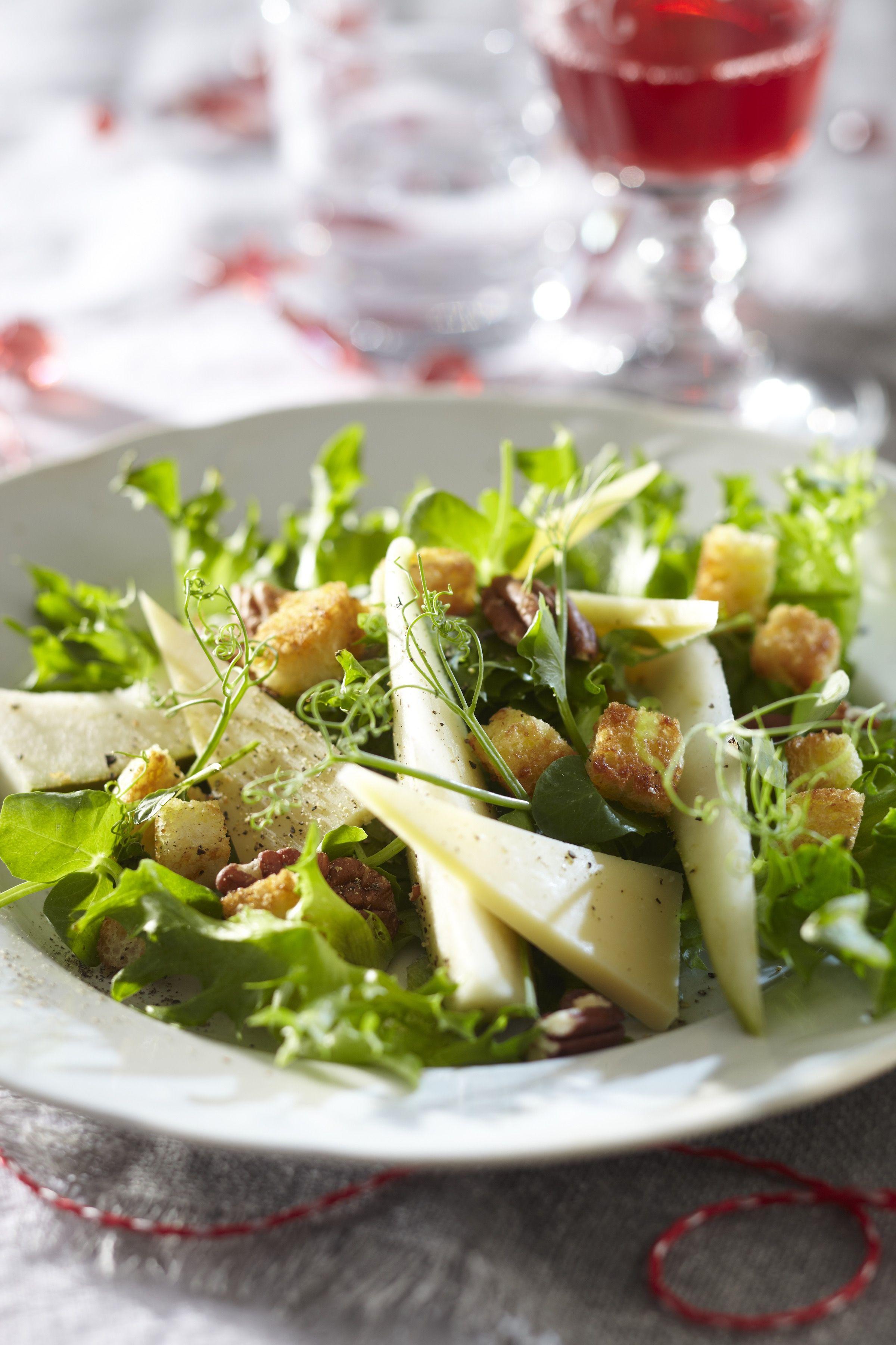 Päärynä-emmental salaatti