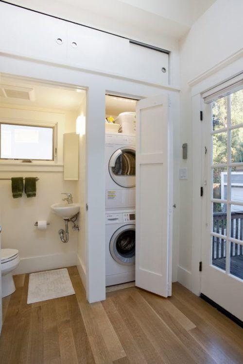 Photo of kleine Waschküche (Schrank) im Badezimmer – sauber, weiß, effizient, viel … … – Claire C.