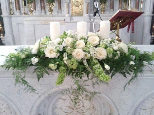 décoration florale autel église mariage