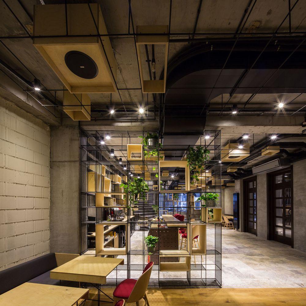 Teatro Point / Lama Arhitectura