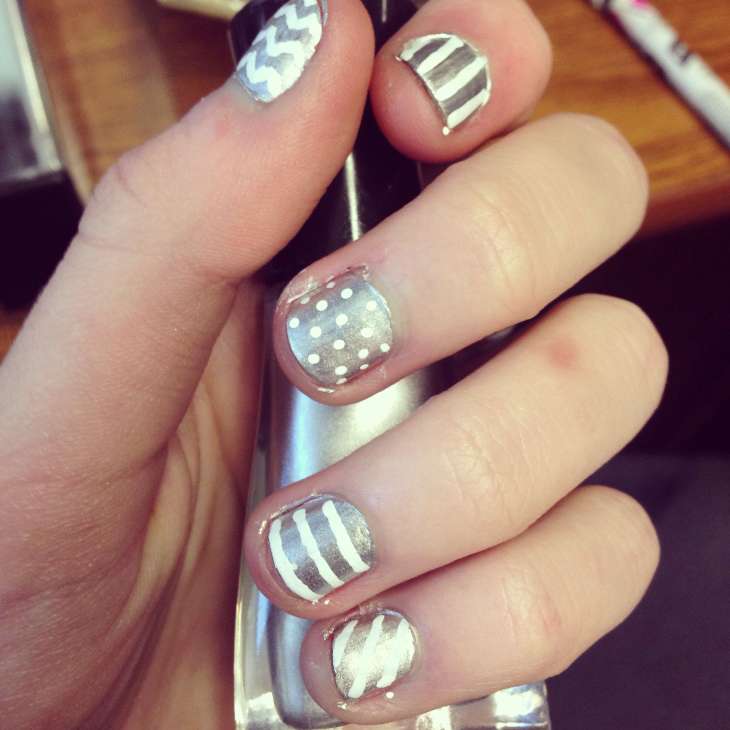 diy silver and white manicure