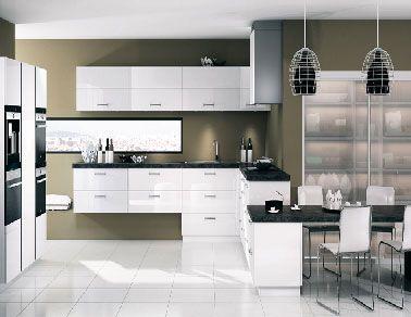 Simplicite et legerete caracterisentla decoration de cette for Petite cuisine équipée avec meuble buffet salle à manger