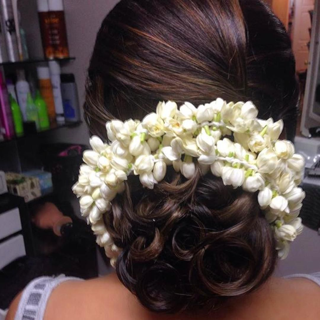 Bun-with-curls.jpg (1080×1080) | Indian hair accessories, Indian bridal hairstyles, Saree hairstyles