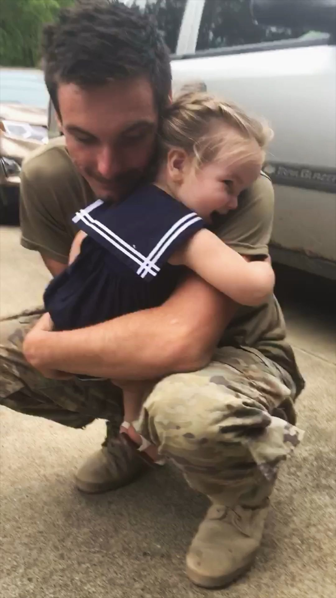 #militaryhomecoming #militaryfamily #daddydaughter #fatherdaughter #familyphotography #familygoals #youngfamily #armyfamily #militarylife #militarykids