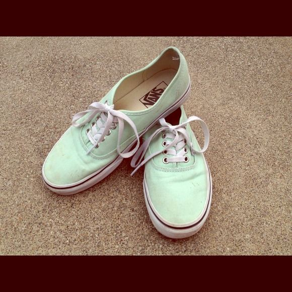 Mint Vans Gently used• Has dirt spots because they're such a light color but could be removed by washing (I leave that to the buyer)• Size 6.5 mens so Size 8 in women's Vans Shoes