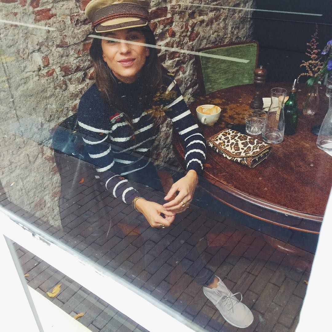 """""""Outside looking in ☕️ @lizzyvdligt #justpassingthrough #Amsterdam : @yukikempees"""""""