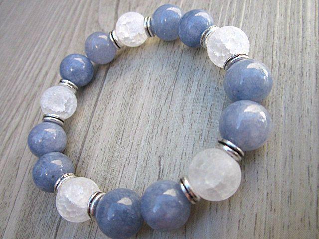 Bracelet pierres fines angelite et quartz blanc mat craquelé 10mm de la boutique BijouxDesignselect sur Etsy