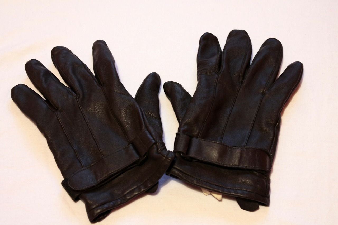 O.J. Simpson had to try on leather gloves