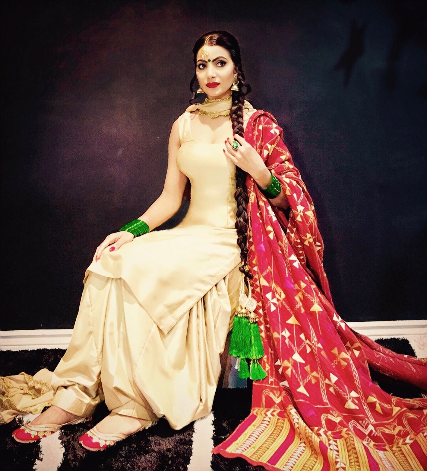 Patiala Salwar Suit With Traditional Antique Phulkari And Traditional Jewellery With Pranda Phulkari Pranda Pun Punjabi Outfits Punjabi Fashion Suit Fashion