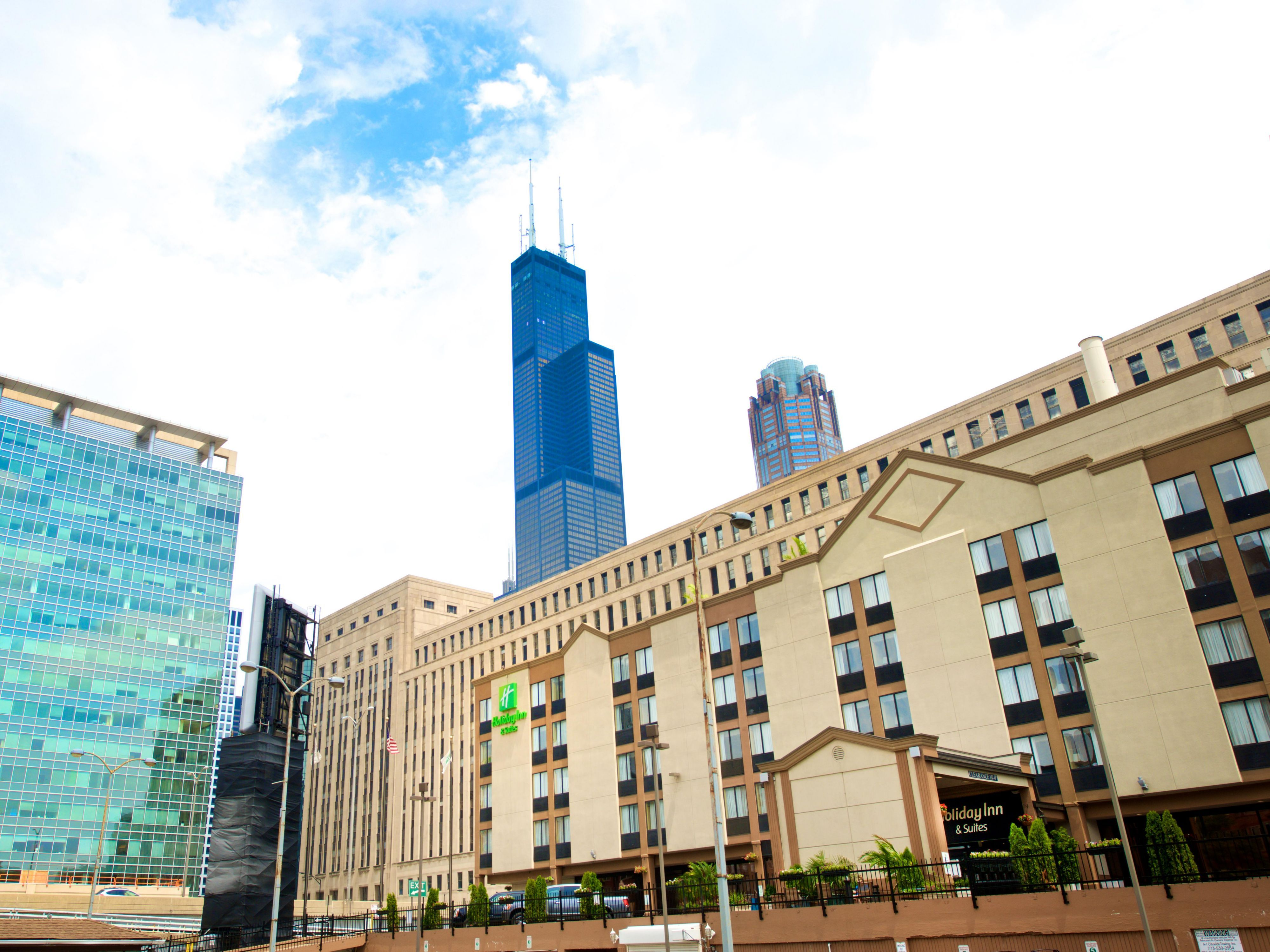 Official Site Of Holiday Inn Hotel Amp Suites Chicago Downtown Read Guest Reviews And Book Your Stay With Our Be Downtown Chicago Holiday Inn Chicago Travel