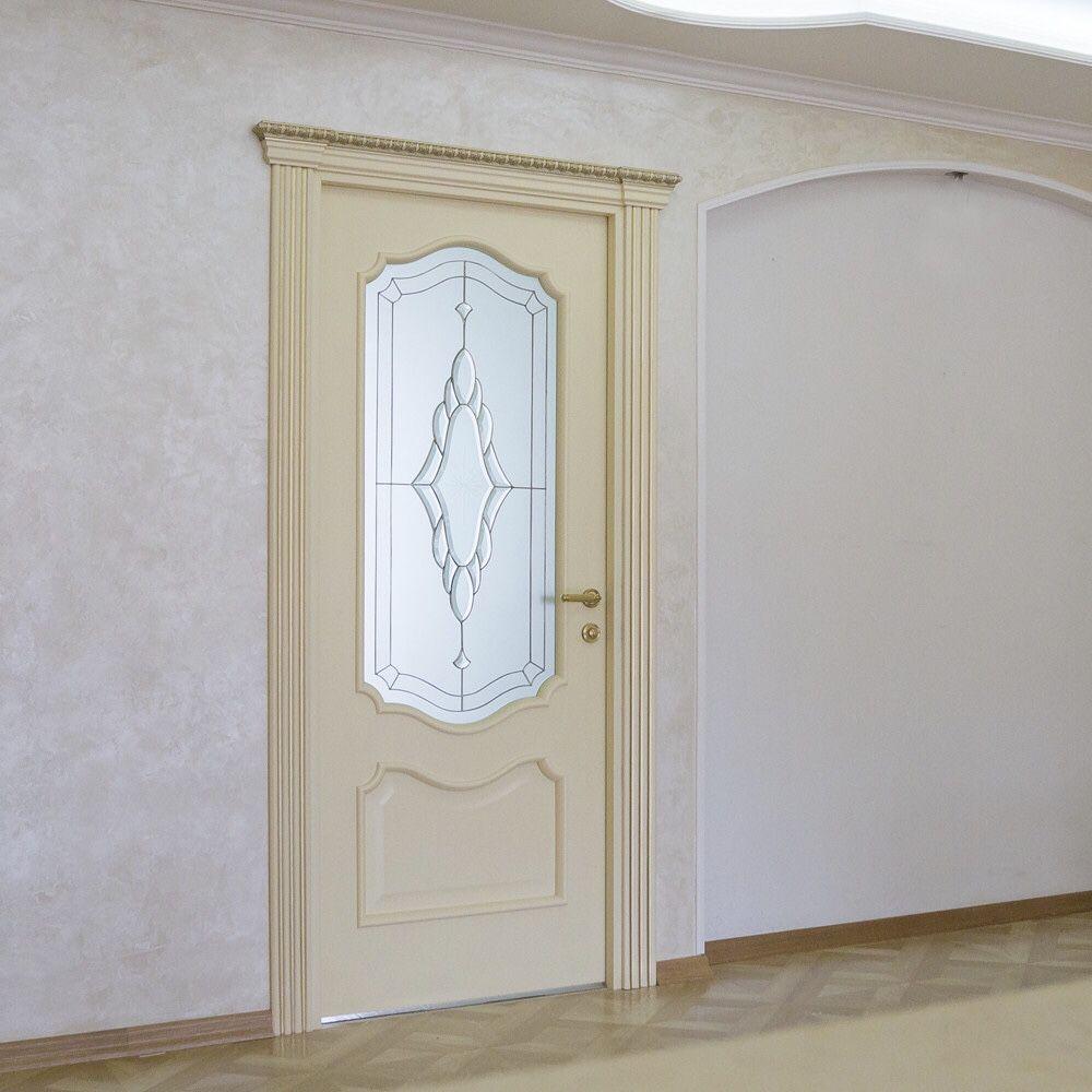 фото светлые двери в интерьере