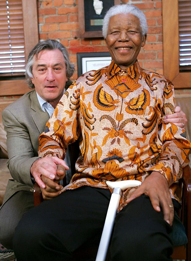 Robert De Niro poses with Nelson Mandela at a dinner in honour of Mandela at the Tribeca Grill in New York, 2005