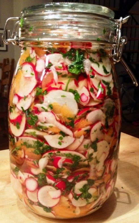 des pots de salade vie saine astuces vivre mieux pinterest food pickles and sauces. Black Bedroom Furniture Sets. Home Design Ideas