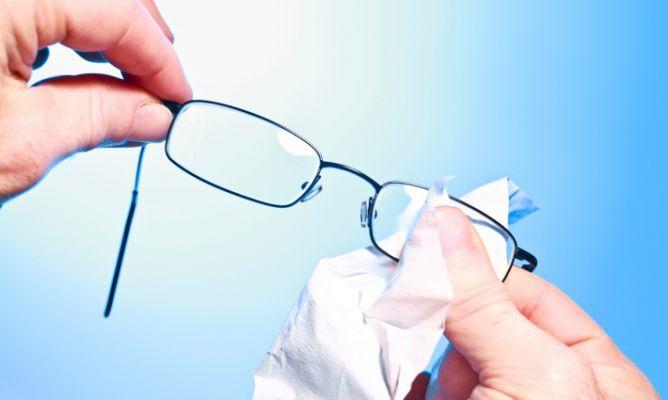 Cómo Limpiar Los Cristales De Las Gafas Hogarmania Como Limpiar Lentes Limpiar Cristales Como Limpiar Cristales