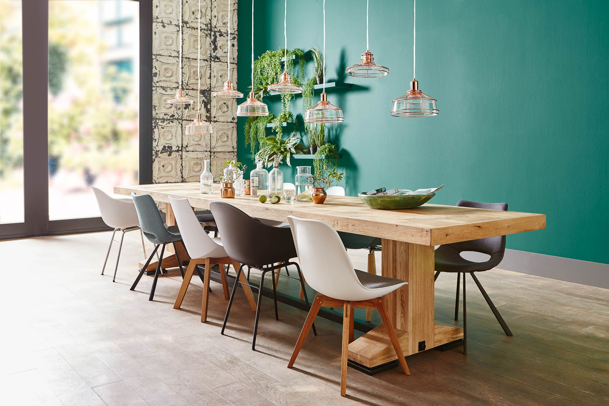 Verschillende eetkamerstoelen geven je urban jungle interieur een ...