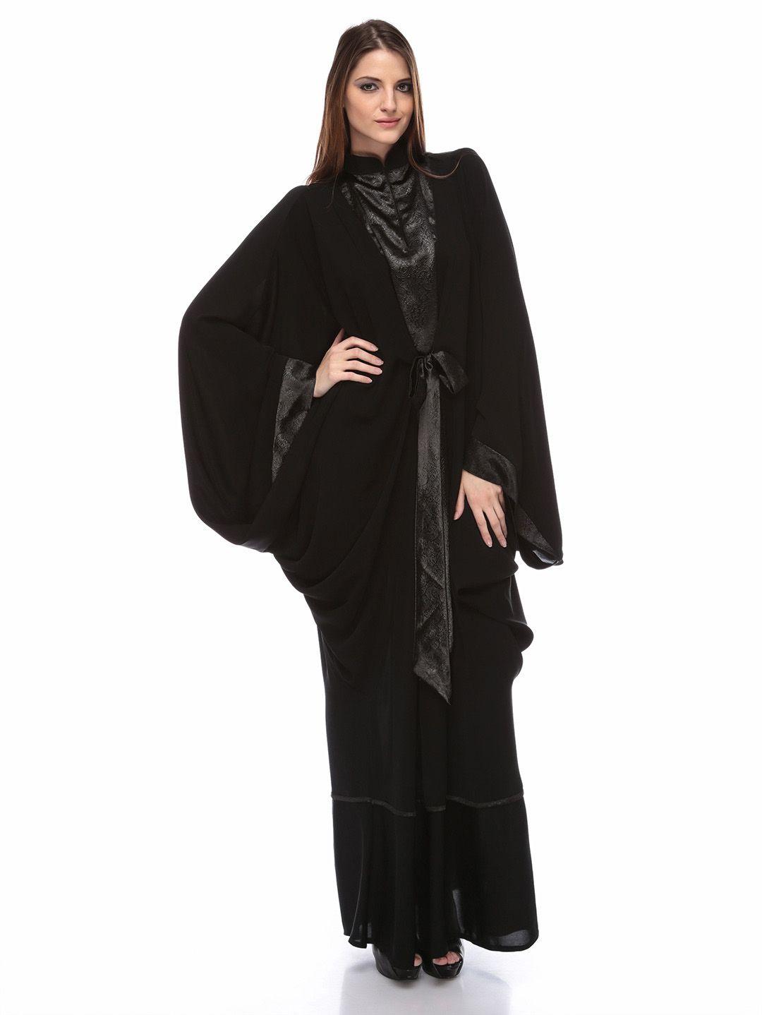 عبايات قطرية سوداء 2018 عبايات قطرية سوداء 2018 عبايات قطرية سوداء اللون فخمة وجميلة حيث تصمم قطر العديد من أشكا Abaya Designs Fashion Branding Fashion
