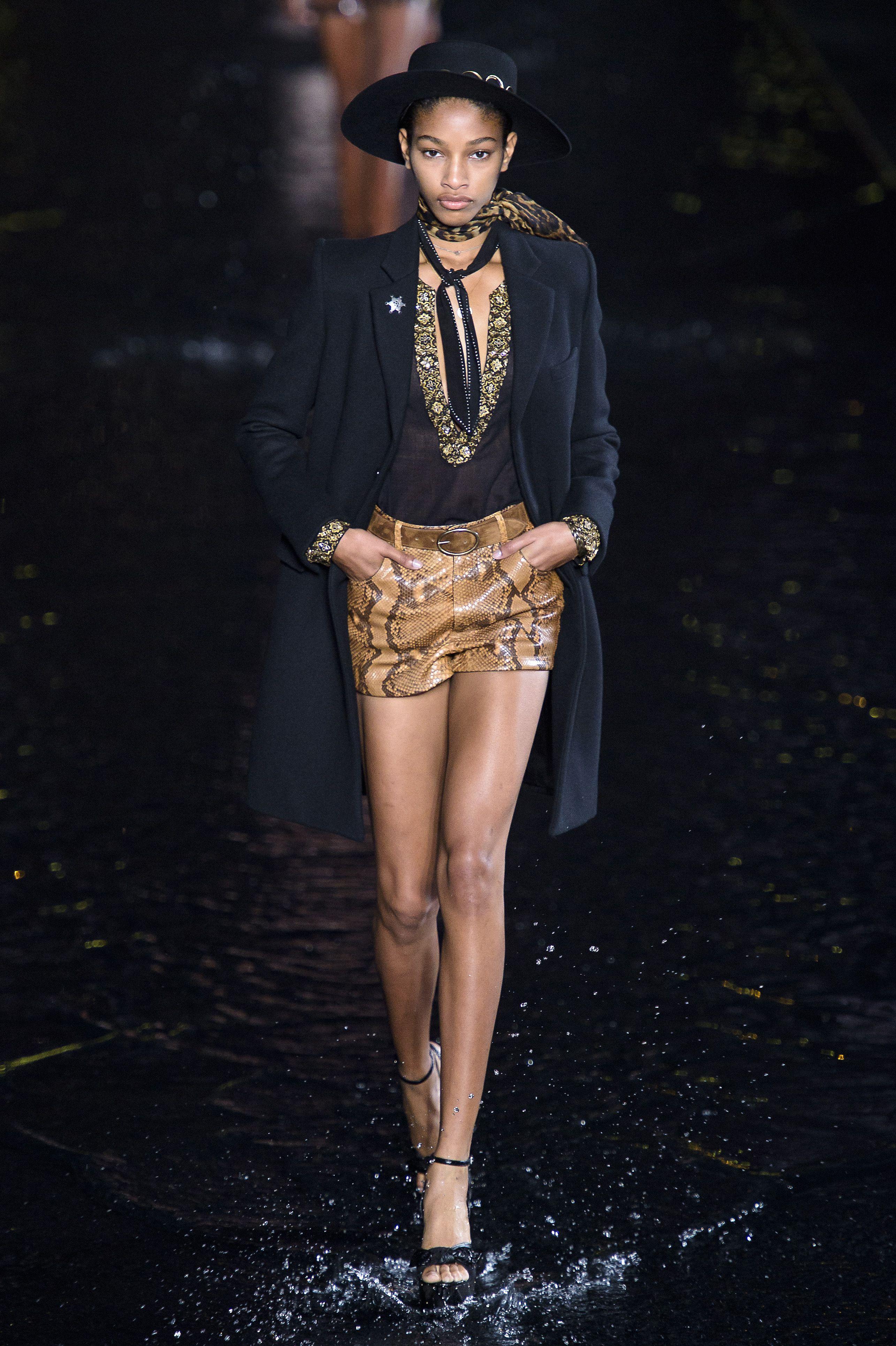 ec8f930a4f5 Défilé Saint Laurent Prêt-à-porter printemps-été 2019 Femmes Womenswear  Saint Laurent SS19 Paris Fashion Week
