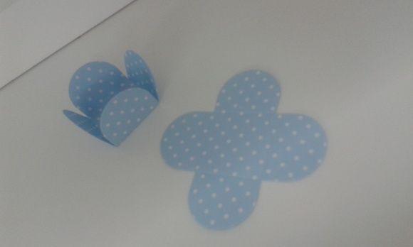 Forminha para docinhos  Azul com poá branco  Pacote com 10 unidades R$ 0,85