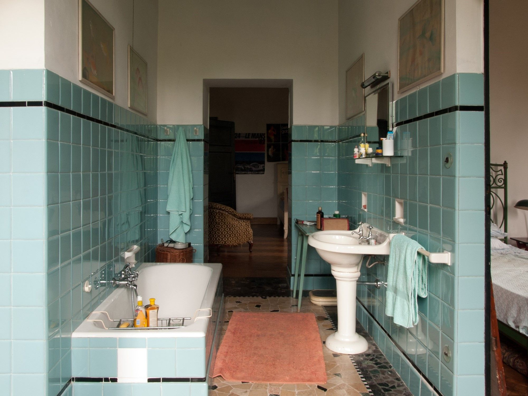 Il Set Design Di Chiamami Col Tuo Nome Il Film Di Guadagnino Collater Al Italian Bathroom Living Design Call Me