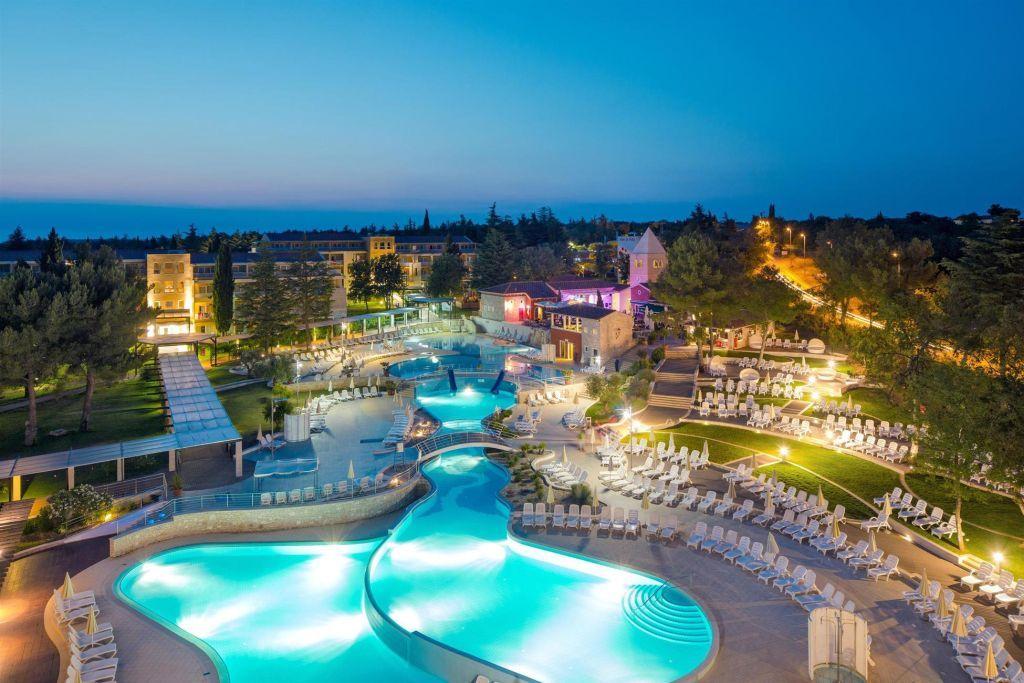sommerurlaub in kroatien die besten strandhotels an der. Black Bedroom Furniture Sets. Home Design Ideas
