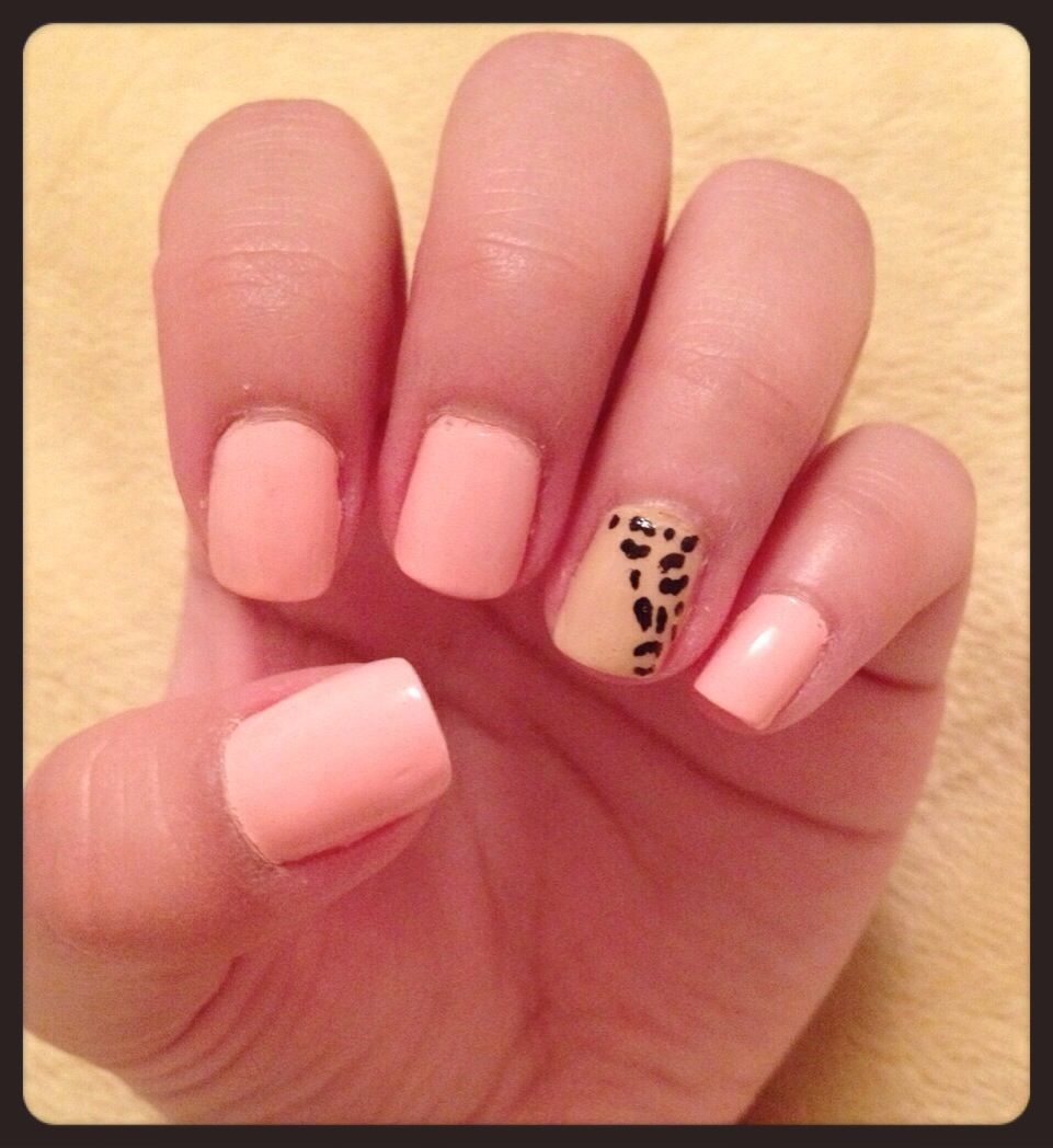 Leopard accent nail!