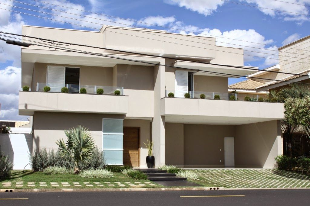Fachadas de casas com escadas na frente veja entradas for Fachadas de frentes de casas modernas