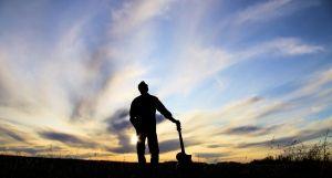 1245226_saskatchewan_sunset_and_man_with_his_guitar