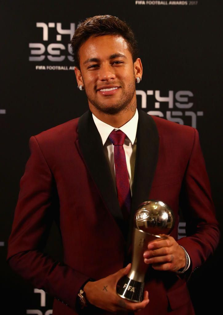 LONDON, ENGLAND - OCTOBER 23: Neymar poses with his award after being included in the team of the year during The Best FIFA Football Awards at The London Palladium on October 23, 2017 in London, England. (Photo by Alexander Hassenstein - FIFA/FIFA via Getty Images)