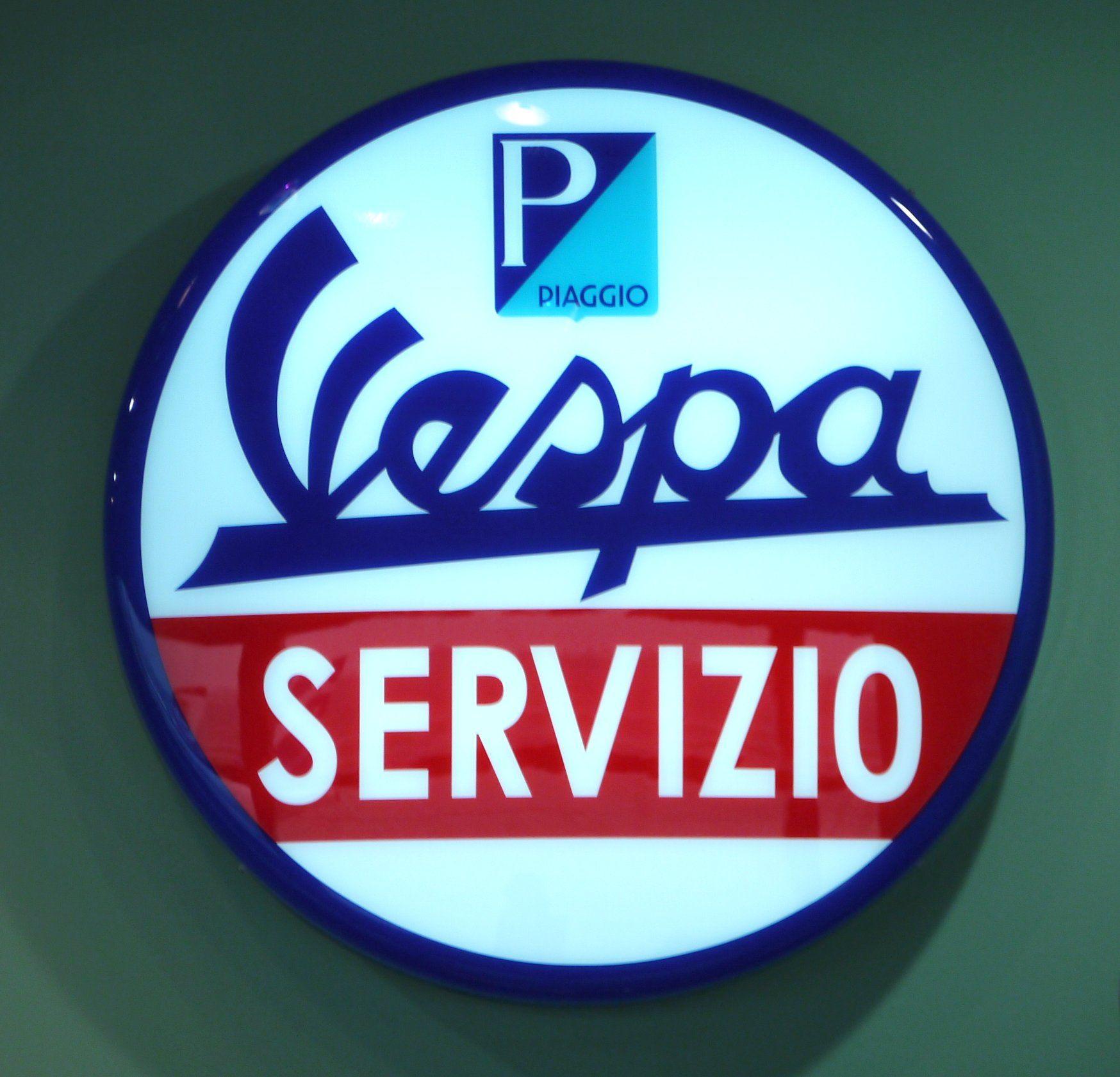 Vespa SERVIZIO, Kunststoff hinterleuchtet, wahrscheinlich Replik gefunden VIENNA INTERNATIONAL AIRPORT im Vespa Shop.