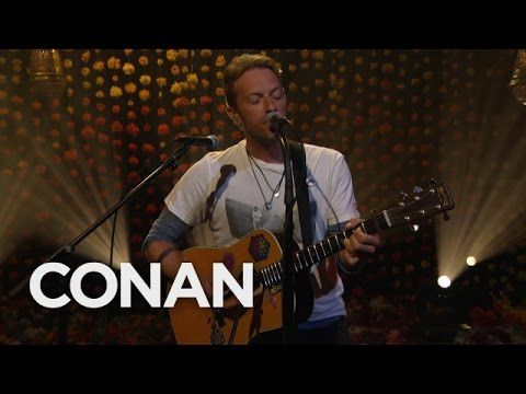 Chris Martin Performs Coldplay S Hymn For The Weekend 10 27 16 Conan Hymn For The Weekend Coldplay Hymn Coldplay Albums