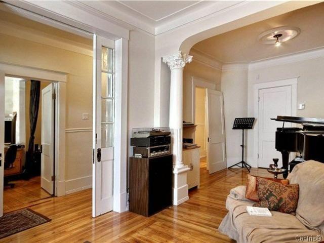 porte escamotable colonne moulures platre m daillon platre boiseries peintes home. Black Bedroom Furniture Sets. Home Design Ideas