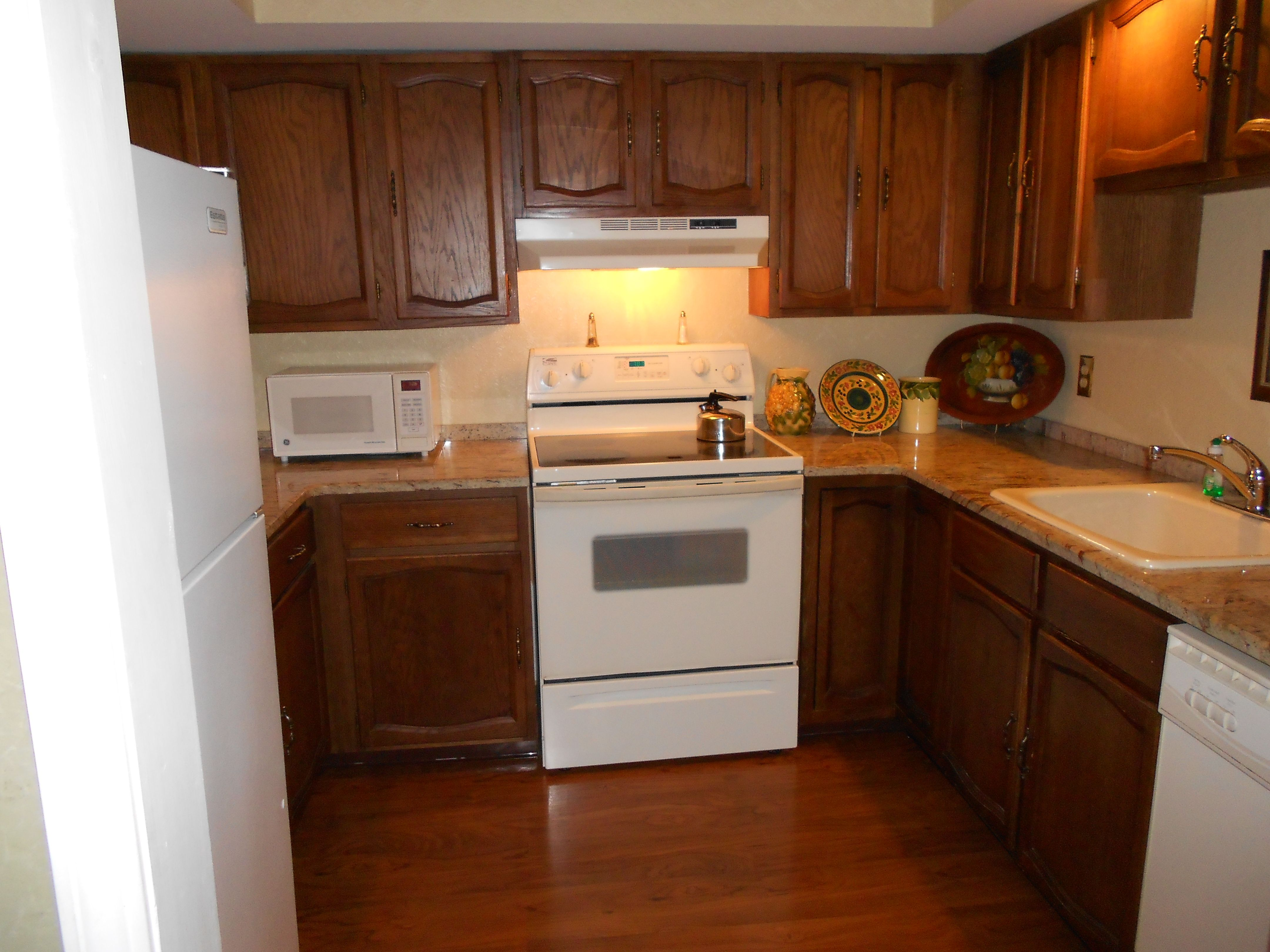 Fully equipped kitchens in suites at the Red Coach Inn ...