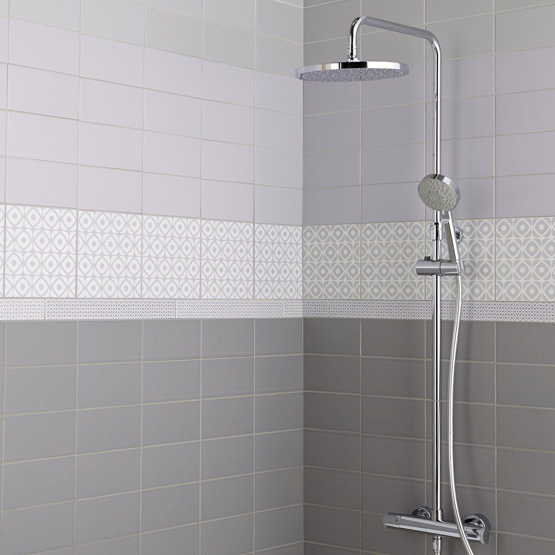 Faience salle de bain couleur aubergine avec haute dà ...