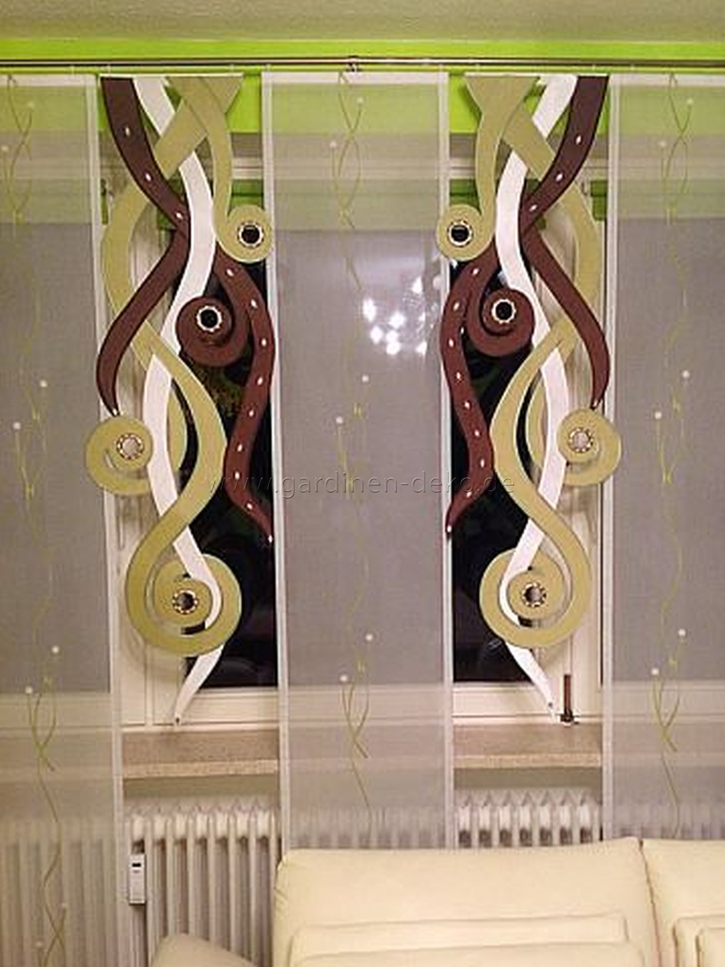 Außergewöhnlicher Schiebevorhang in pflanzenähnlichem Stil   http