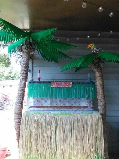 Homemade Palm Trees For The Luau Hawaiin Halloween Table Palm