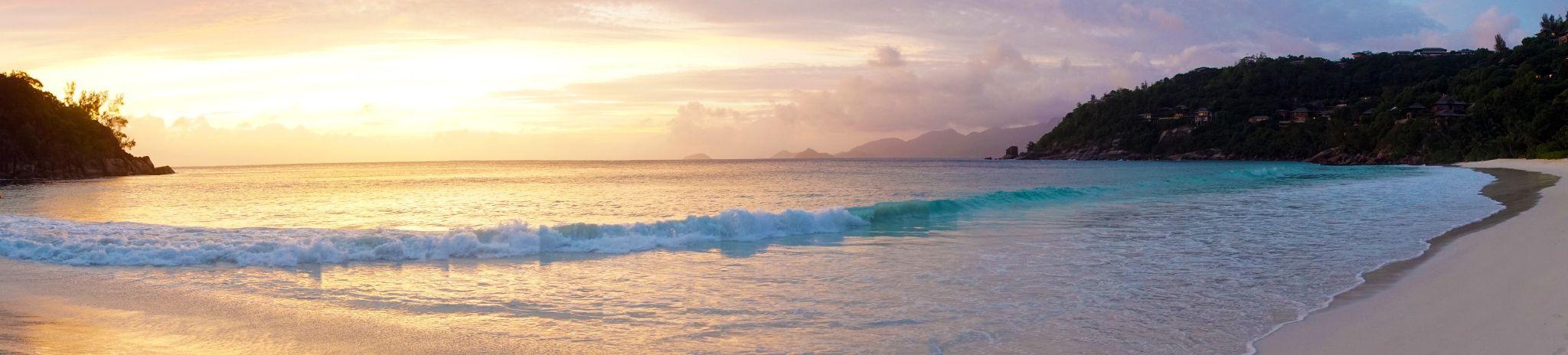 Le soleil et la mer - Anse Liberté, Mahé, Seychelles.