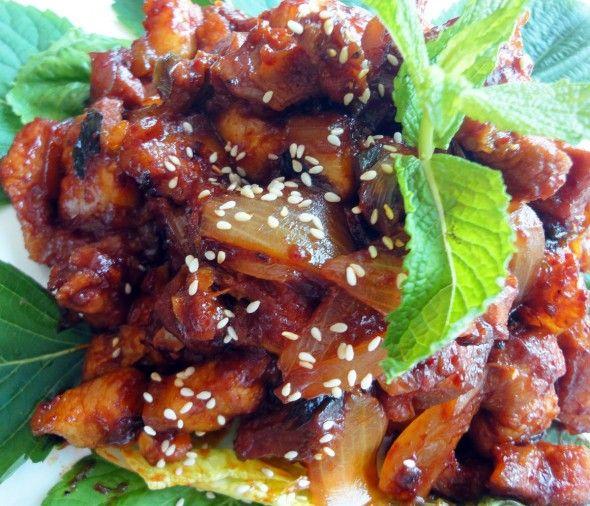 Korean spicy stir-fried pork / 돼지불고기 / Doejibulgogi (or Daeji bulgogi, daeji bulgogi).