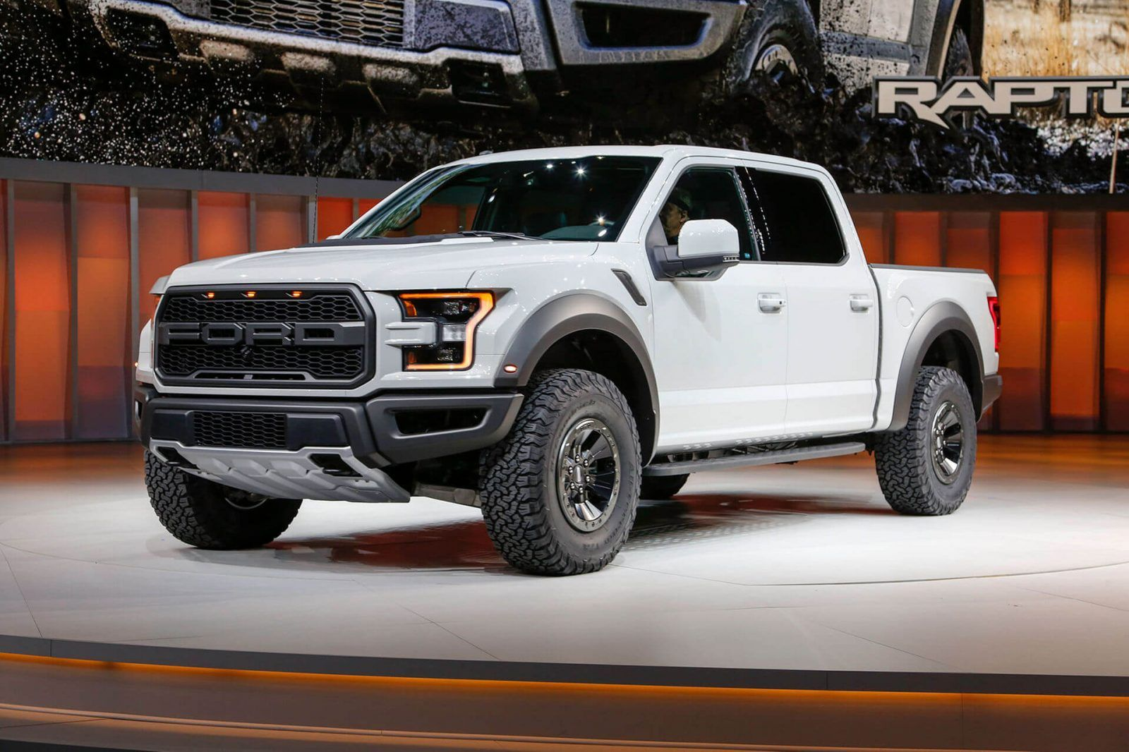 2017 Ford Raptor Supercrew Revealed At Detroit Autoshow With