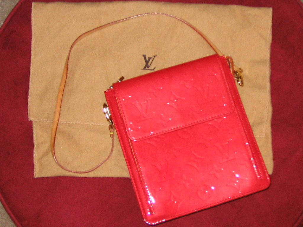 Louis vuitton in RED vernis. Good ol' classic red in a bundle!