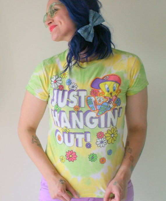 d39759e291 Vintage LOONEY TUNES Tshirt...cartoon. retro. tweety bird. sylvester. bird.  thats all folks. just ha