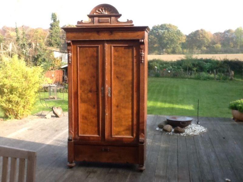 sehr dekorativer antiker kleiderschrank aus l neburger b rgerhaus wahrscheinlich um die. Black Bedroom Furniture Sets. Home Design Ideas