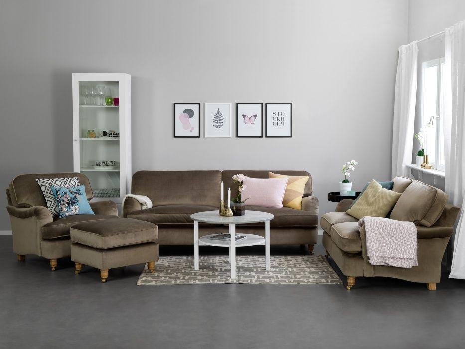 HOWARD DELUXE 3 sits Soffa Sammet Nougat Howardsoffa i plysch från Furniturebox Inspiration
