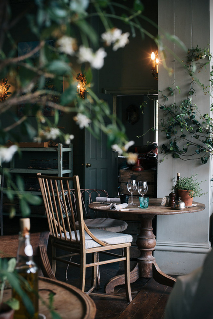 The pig hotel england by marte marie forsberg for Mobilia kitchen table