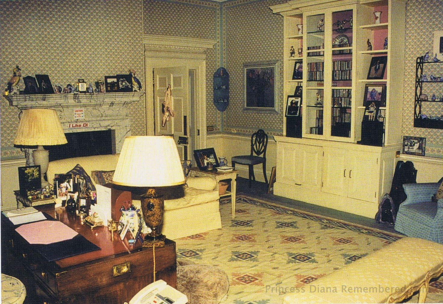 Buckingham palace queen bedroom and palaces on pinterest - Inside Kensington Palace Apartments Princess Diana S