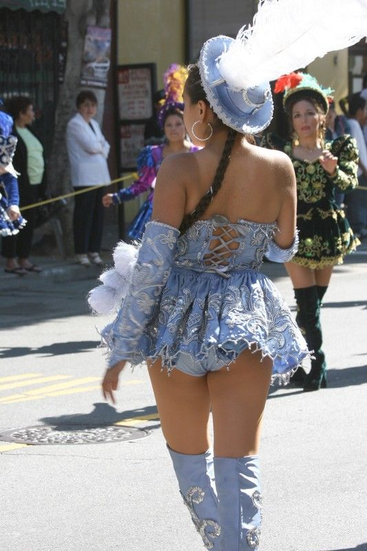 YES! Here's a view of our lovely Morenada babe from behind ...