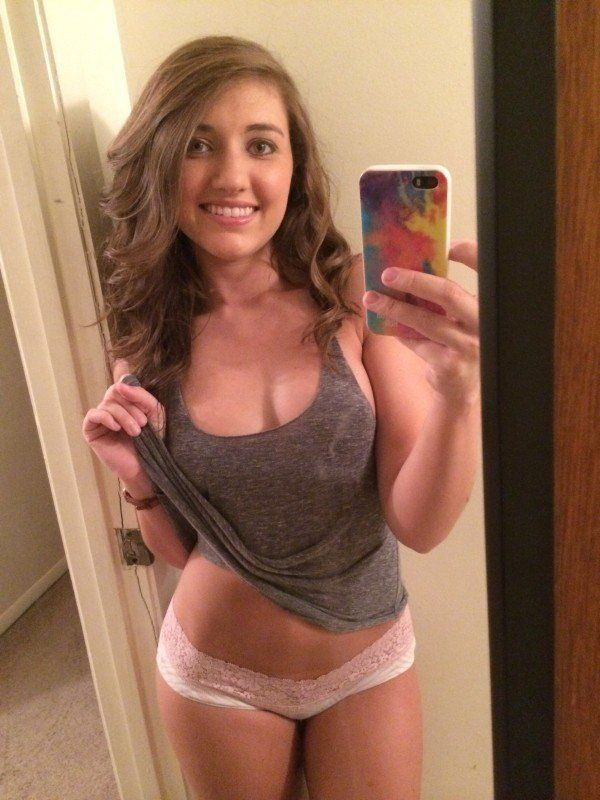 beautiful teen babe nude mirror pic